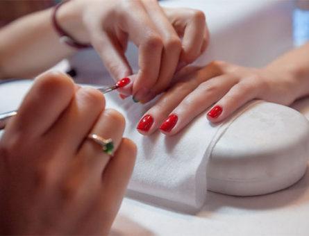 service-nails-woman