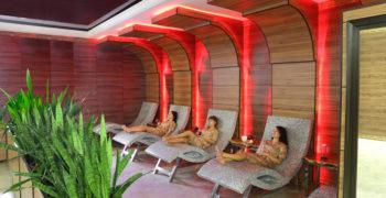 Зона отдыха с горячими лежанками, Женский банный VIP-клуб при SPA-комплексе С легким паром!